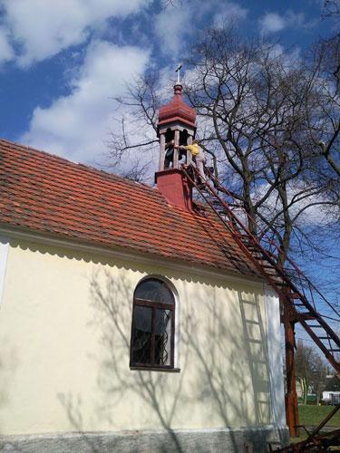 Oprava zvonu vkapličce